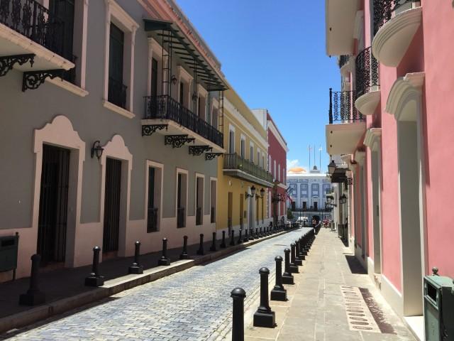 Bunte Häuser und karibischer Charme