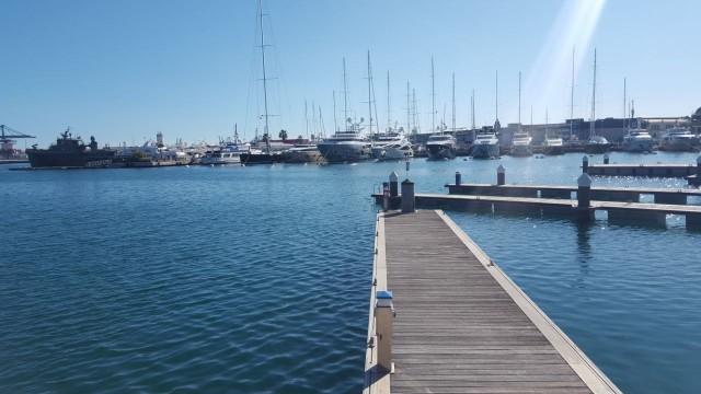 Hafen Valencia an einem sonnigen Tag