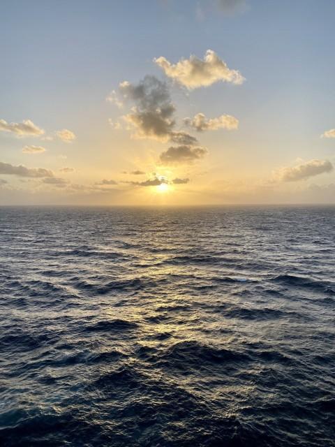 Sonnenaufgang auf dem karibischen Meer