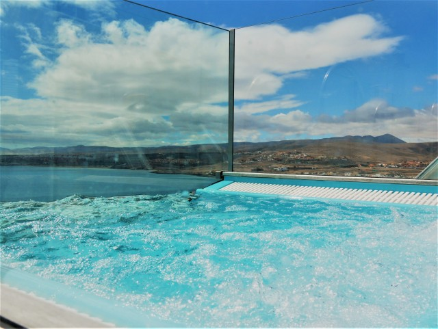 Poolblick auf Lanzarote