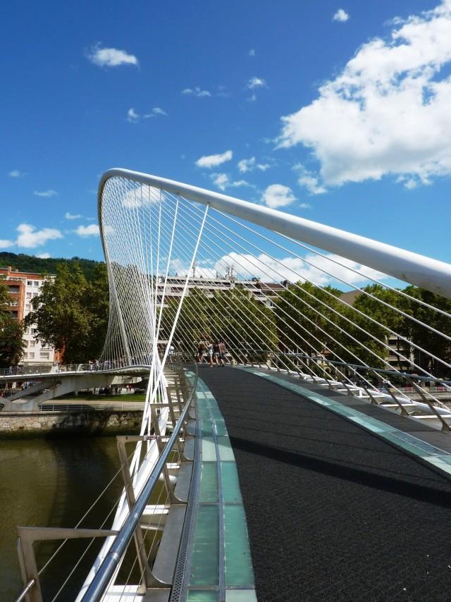 Zubizuri Brücke in Bilbao