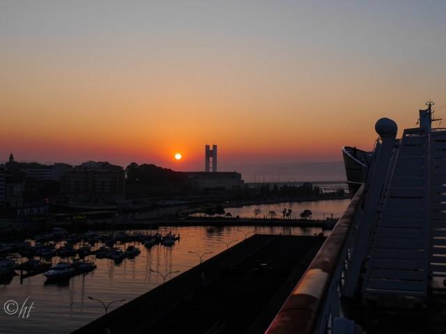 Der Tag erwacht im Hafen von A Coruña