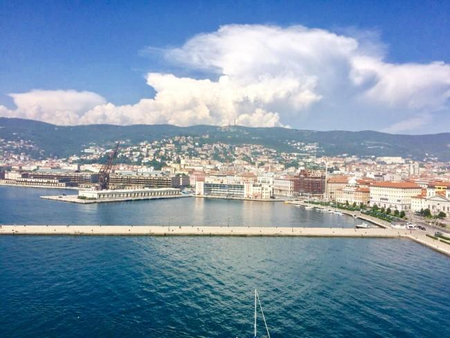 Blick über den Hafen von Triest