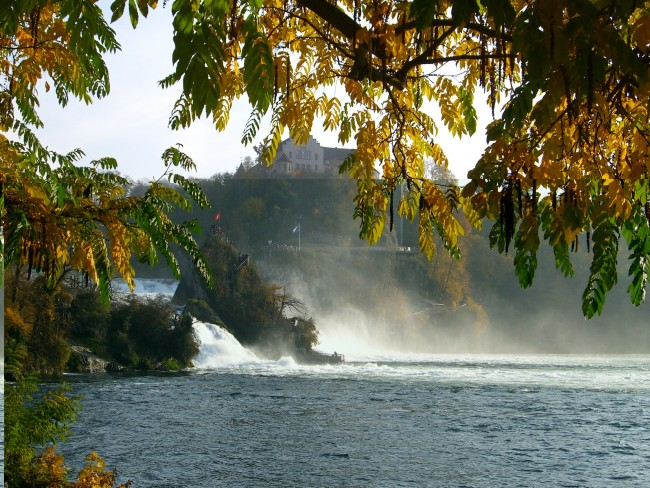 Rheinfall Schaffhausen im Herbst