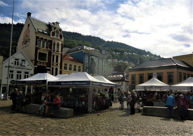 Marktplatz mit Fischmarkt