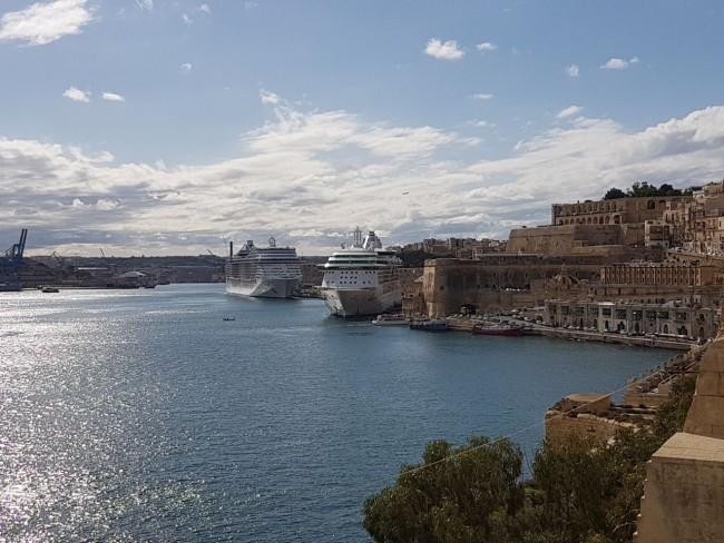 Kreuzfahrtschiffe im Hafen von Valetta